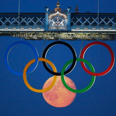 London (Or: The moon within the Olympic rings)