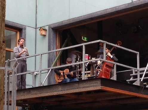 band by the Haagsche Bluf