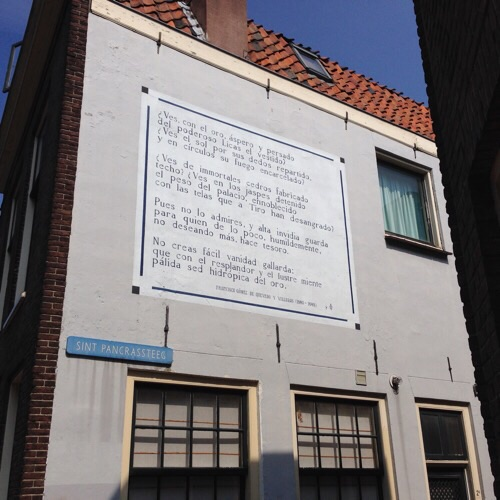 Spanish poem on house wall in Leiden
