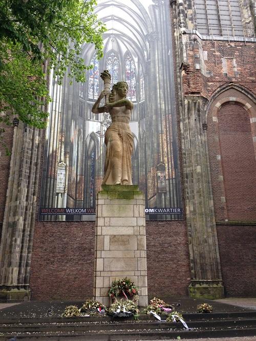 World war II statue in the Domplein Utrecht
