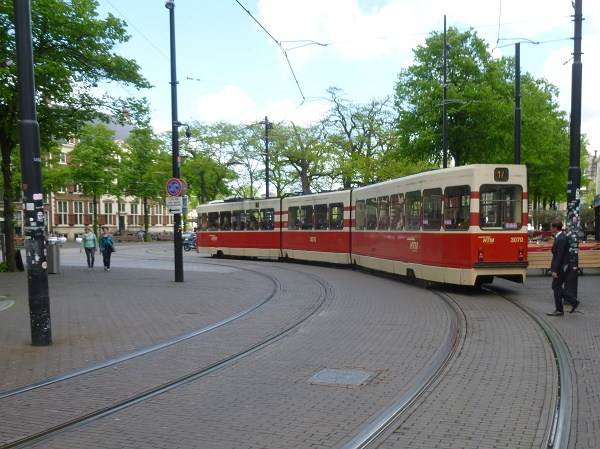 Tram 17 by Gravenstraat