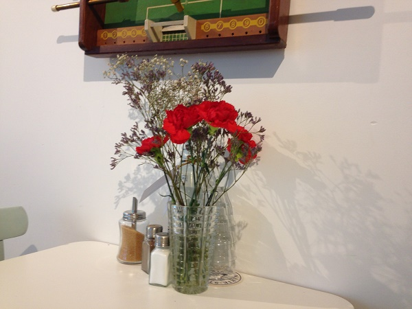 Pim cafe Wagenstraat Den Haag flowers