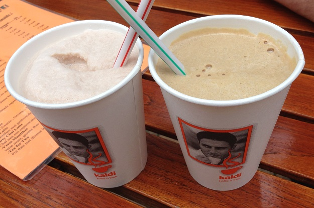 Iced cappuccino and iced chai tea at Kaldi The Hague 2