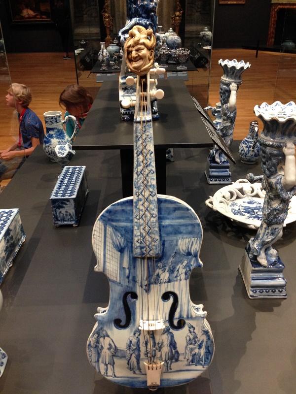 Delft blauw guitar in Rijksmuseum