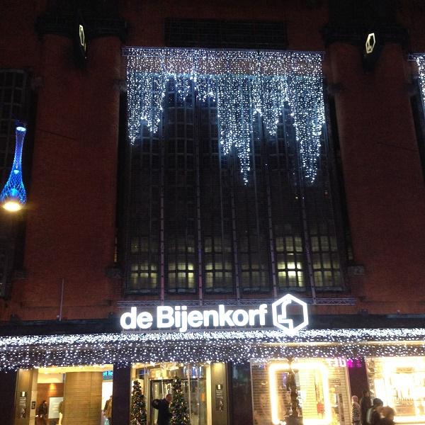 christmas-lights-at-bijenkorf-entrance-the-hague-2016