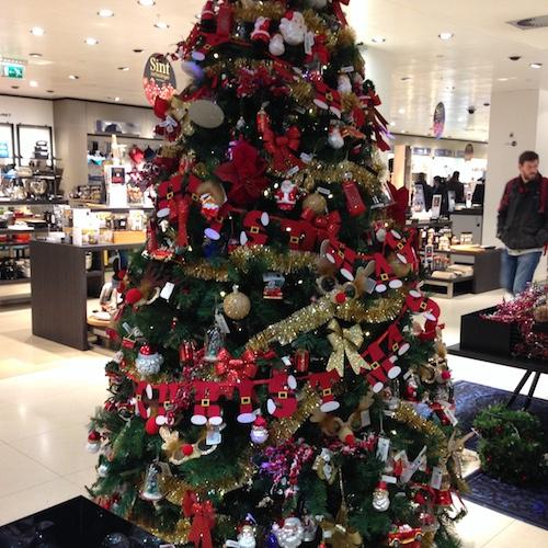 christmas-tree-at-bijenkorf-2016