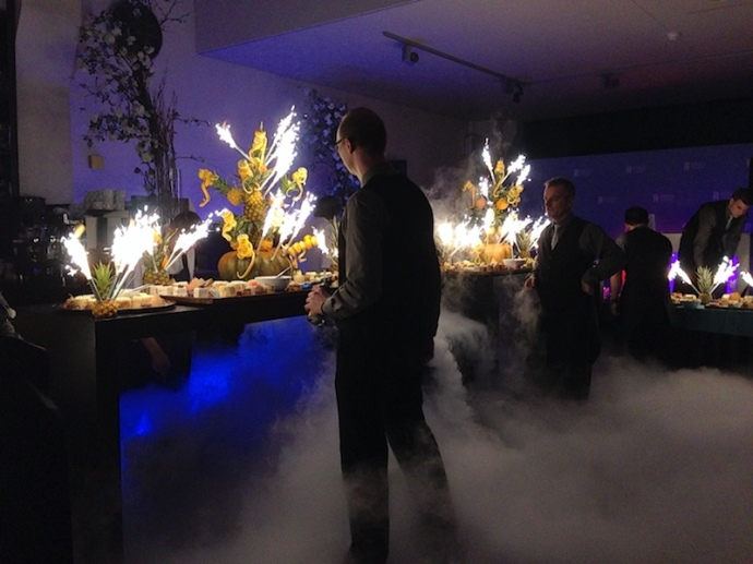 fireworks-and-fog-machine-at-the-dessert-bar