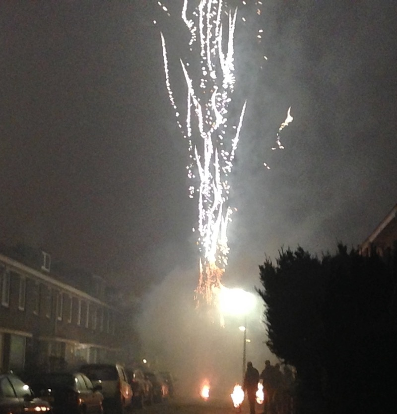 high-flying-fireworks-on-new-years-eve-2016-the-hague