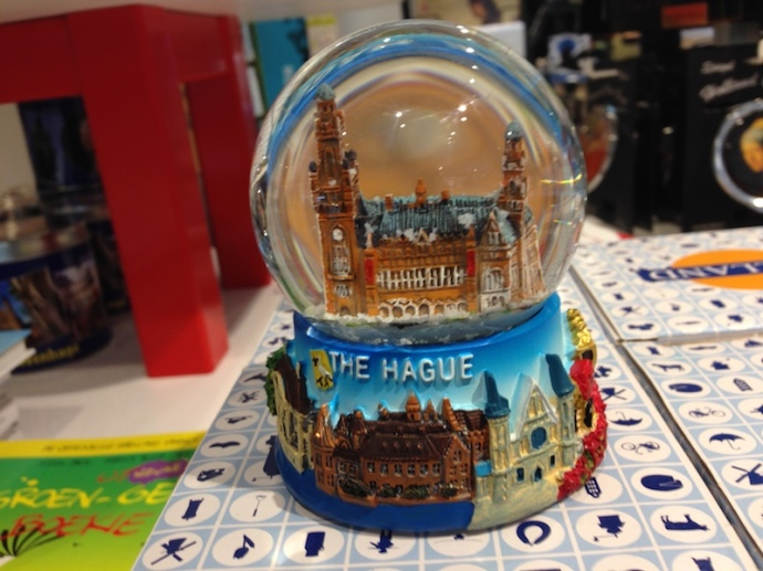 the-hague-snowglobe