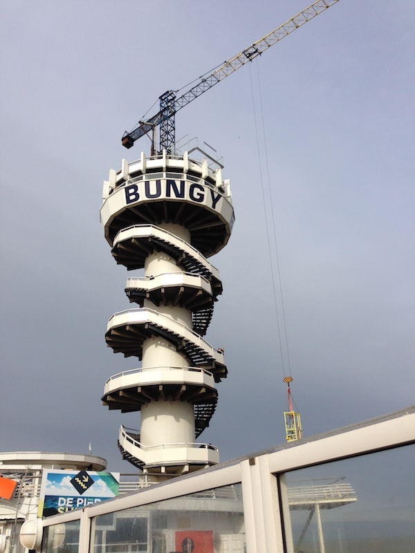 bungy-jumping-at-scheveningen-pier