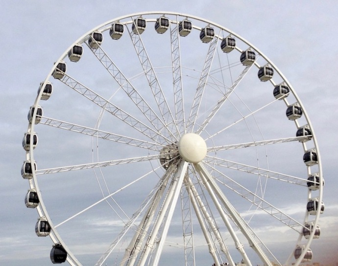 ferris-wheel-at-the-pier-in-scheveningen