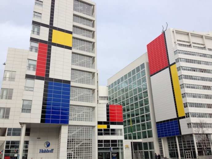 largest-mondriaan-in-the-world-on-the-city-hall-of-the-hague