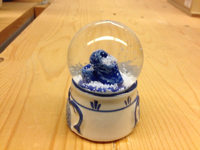 snow-globe-with-dutch-clogs