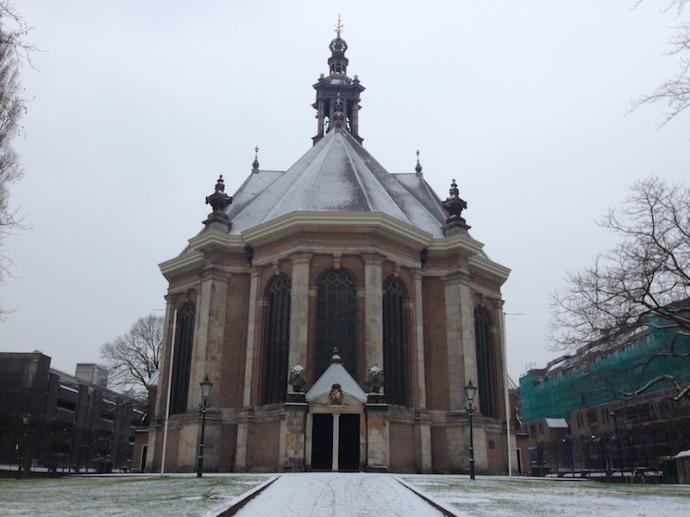 snow-on-the-nieuwe-kerk-in-the-hague