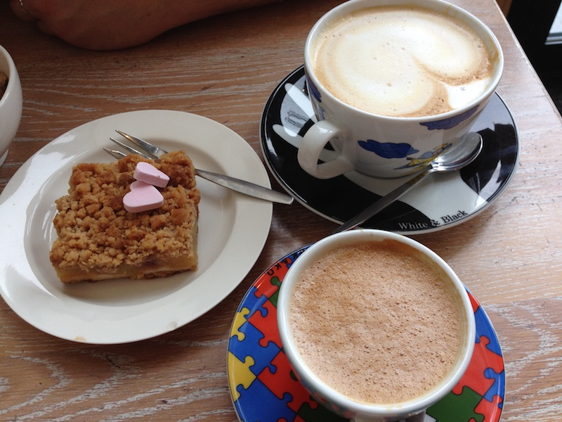 Cappuccino, mochaccino and apple pie at Bagels and Beans, The Hague