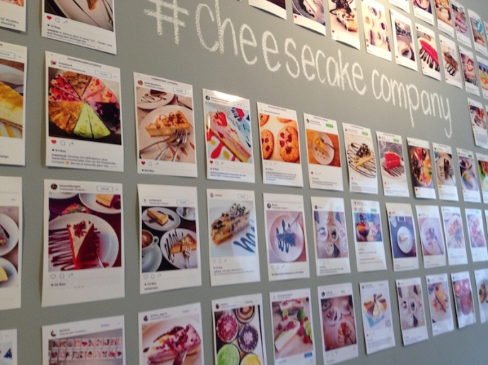Wall of social media comments from customers, Cheesecake Company The Hague - closeup
