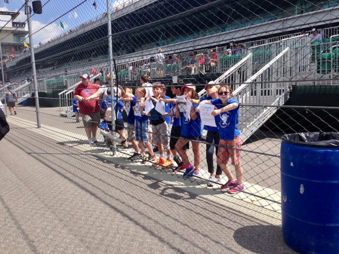Indy 500 2017 - Kids waiting for autographs