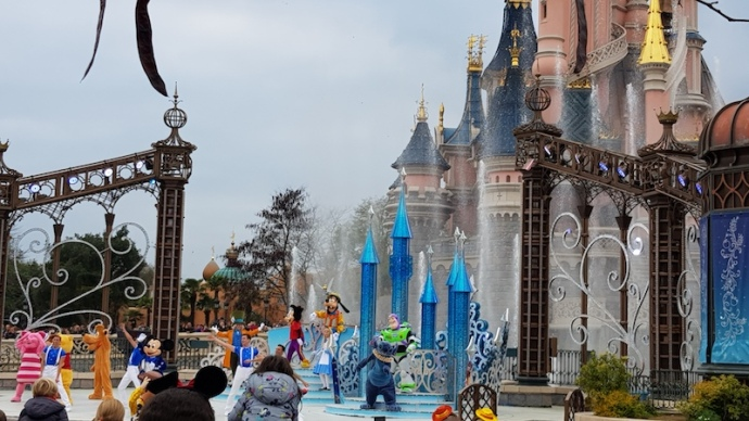 Disneyland Paris - Happy anniversary show.jpg