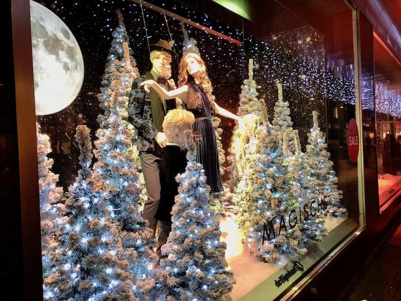 Christmas window display, Bijenkorf, The Hague (2)
