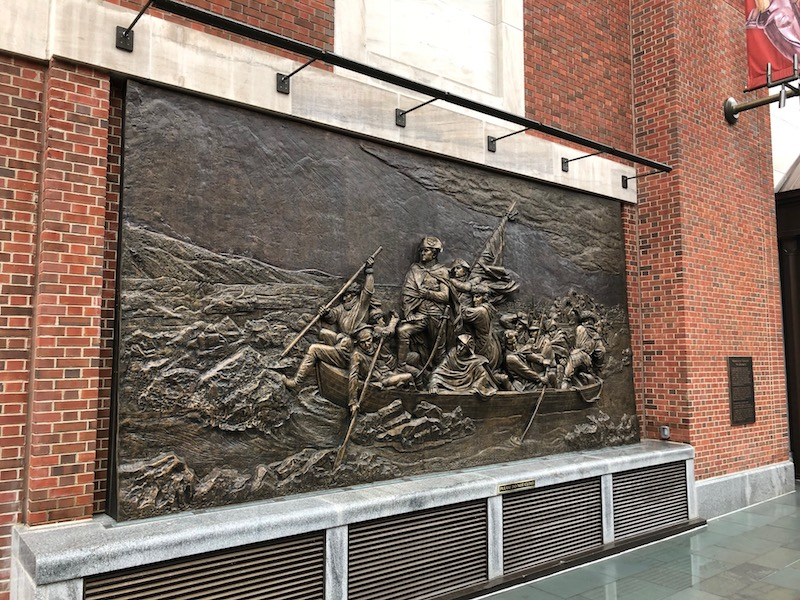 Washington crossing the Delaware bronze sculpture, Chestnut and 3rd in Philadelphia