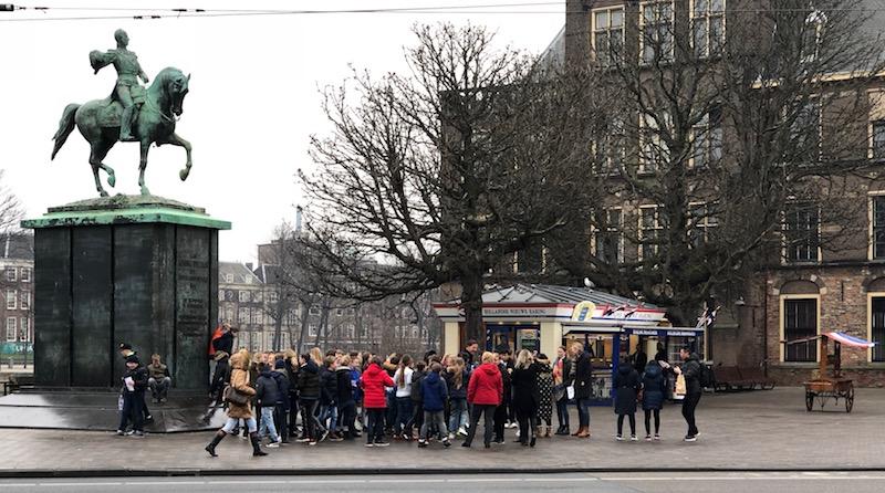 School children surrounding Dutch prime minister Rutte.jpg