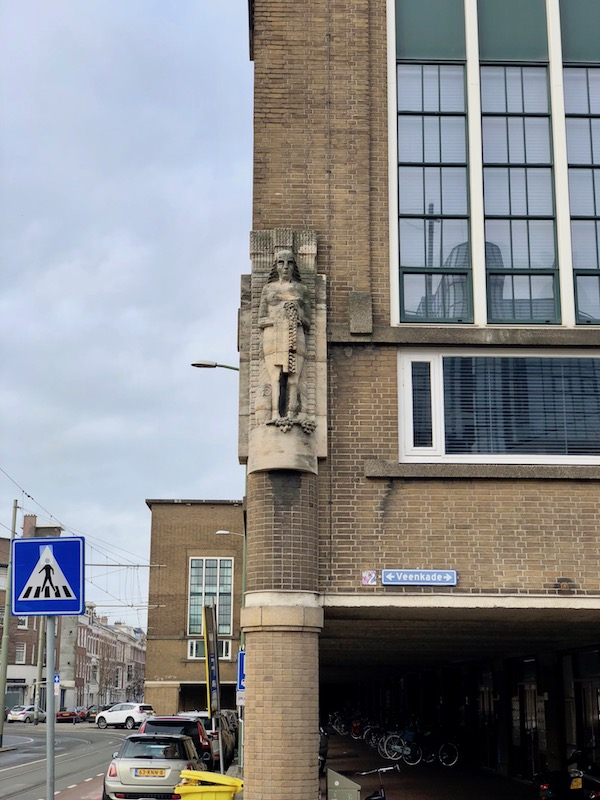 Statue at the Veenkade, The Hague