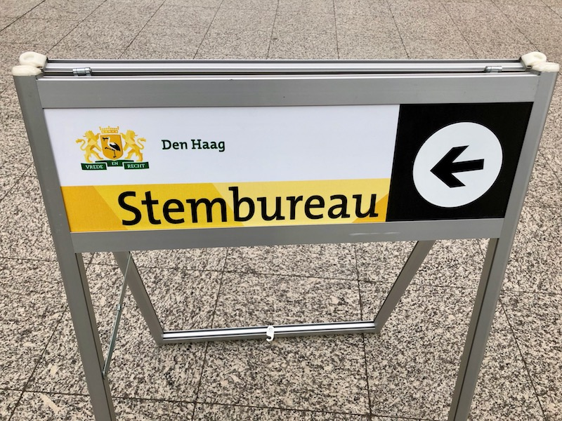 Voting sign in The Hague city hall