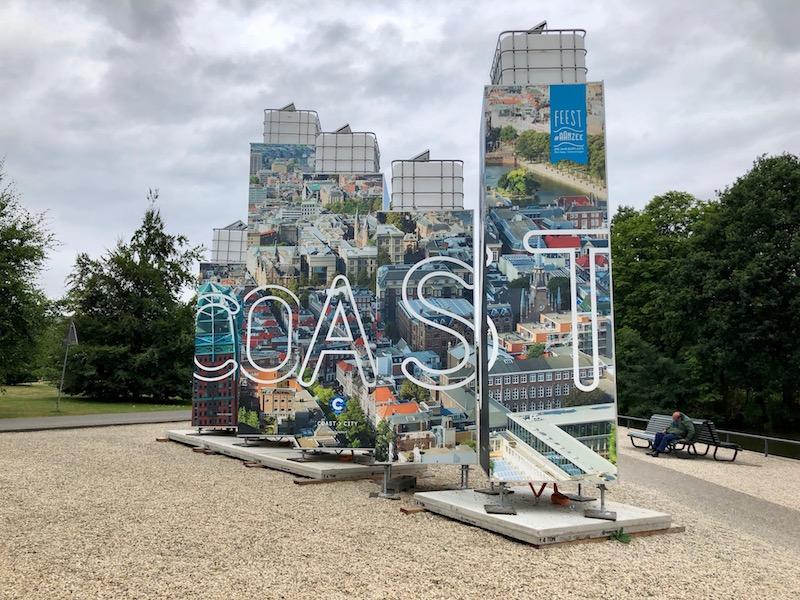 Coast sign by Malieveld, Den Haag, Feest aan zee.jpg