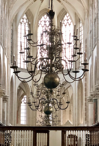 Grote Kerk in Breda, chandeliers